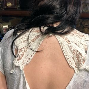 Tops - 😻White shirt with lace on back